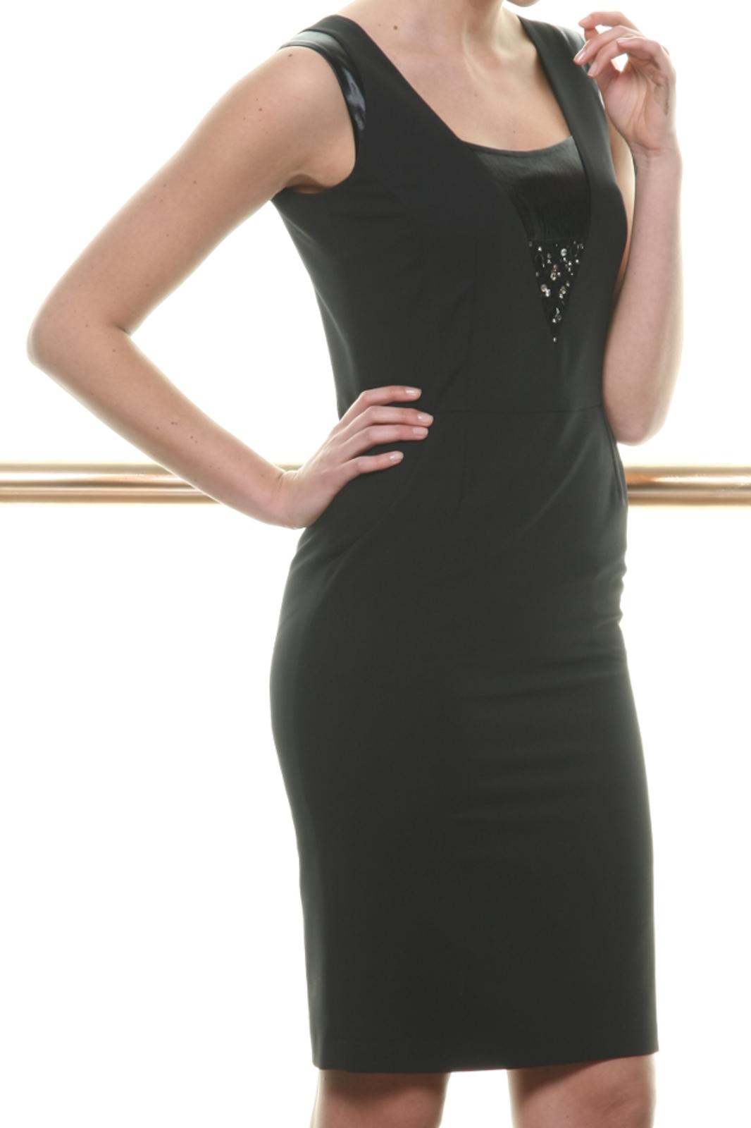 Czarna sukienka z ozdobną wstawką EVA